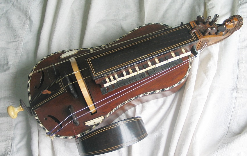 pirate-instrument-hurdy-gurdy